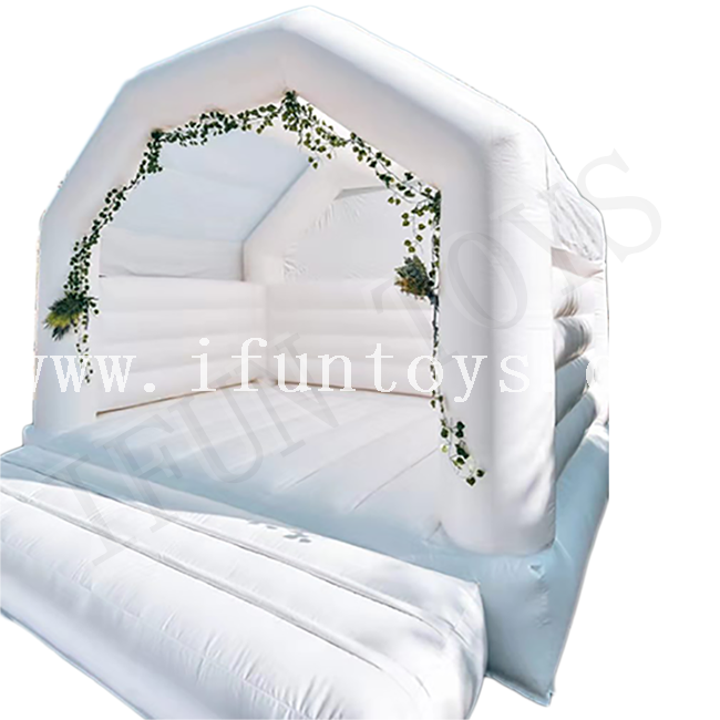 White Inflatable Wedding Bouncy / Jumping Bouncer House for Wedding