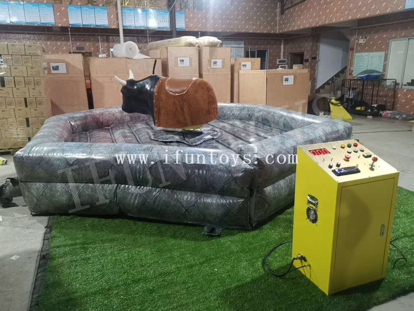 Inflatable Mechanical Bull Riding Games
