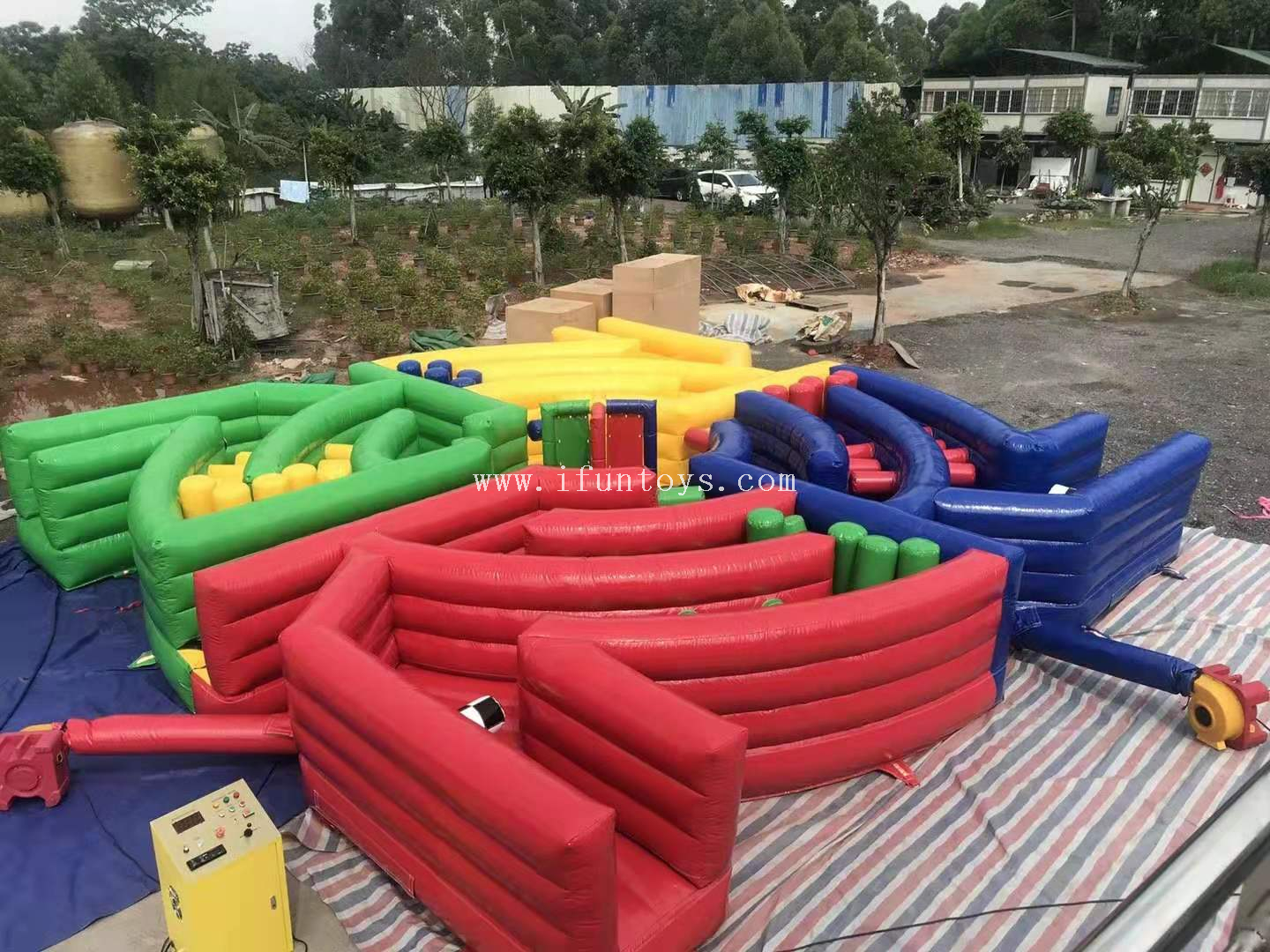 Outdoor sport game 4 player inflatable dizzy X obstacle course /inflatable dizzy meltdown obstacles